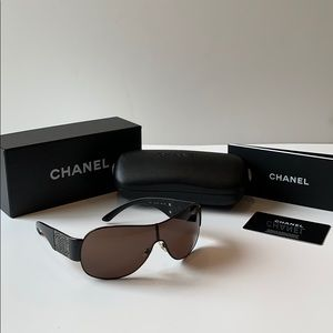 Authentic CHANEL black sun glasses